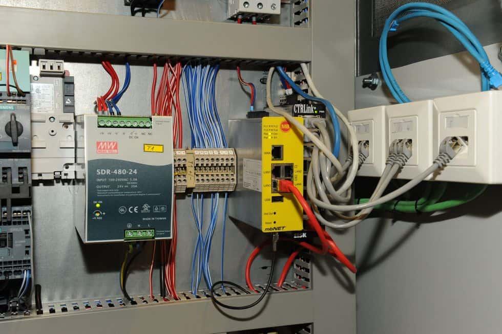 Remote access in grote aquaria - besturingspaneel met mbNET en ethernet switch